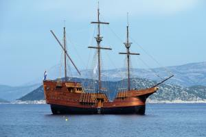 caravel-cruise-ship-mediterranean-sea-847147
